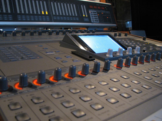 Phantom Productions' Tascam DM-3200 in te Phantom Productions recording studio