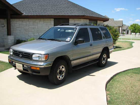 Chris' 1998 Nissan Pathfinder