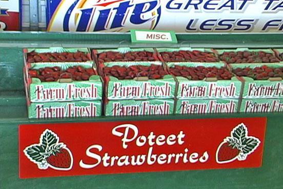 picture of strawberry flats  at the Poteet Strawberry Festival